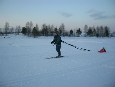 Esquiando de fondo con su hijo